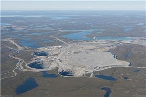 La mine de diamants Ekati. (Crédit photo : Jason Pineau – Wikimedia Commons)